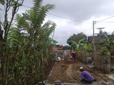 Pembangunan Jalan paving RT.14 RW.06 Dusun Jajar